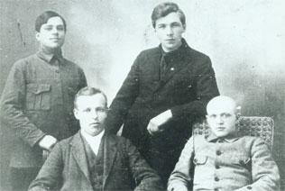 Первый лесозавод на берегу Логмозера был построен в двенадцати верстах от города Петрозаводска в 1874 году.