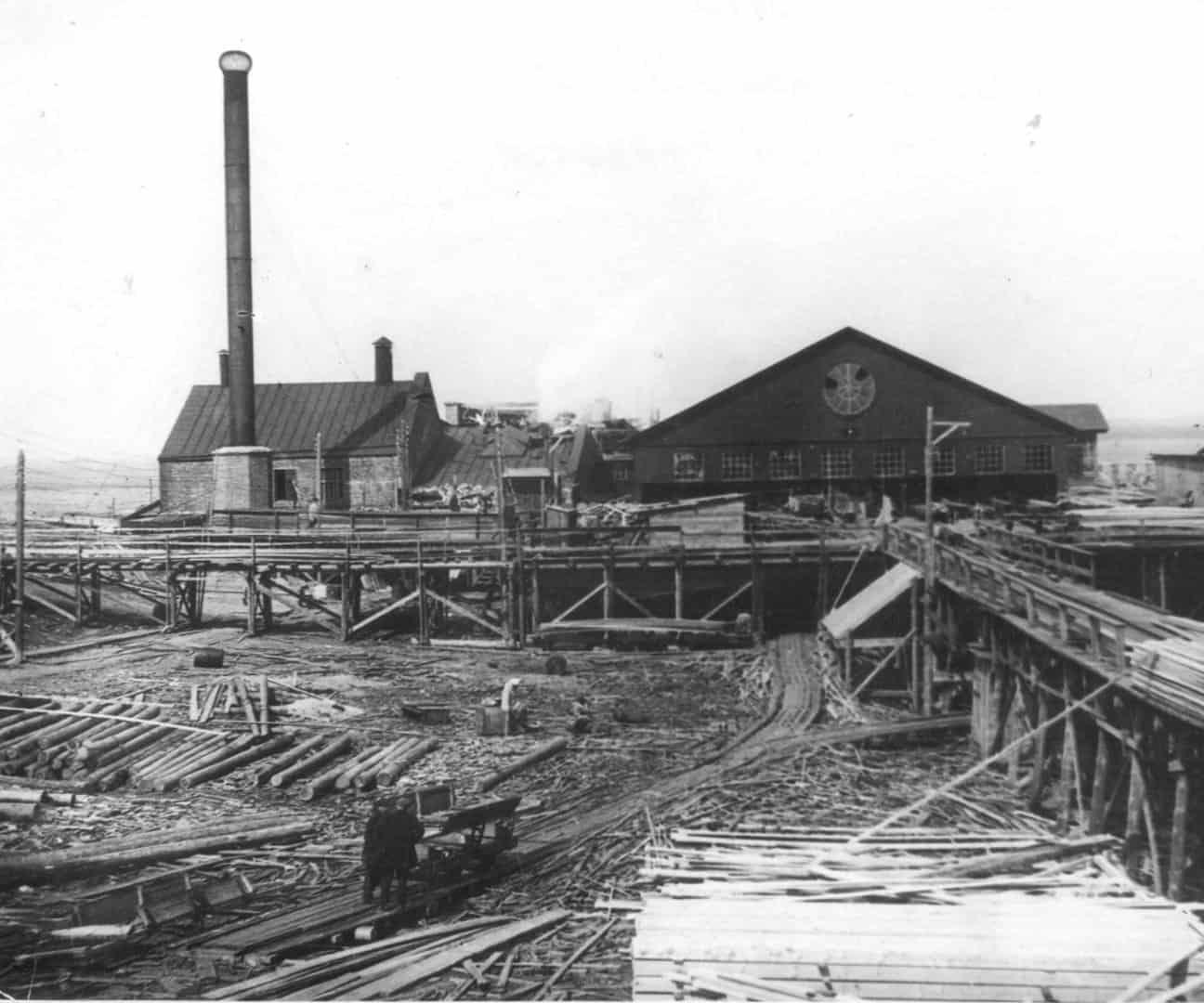 В 1914 году сгорел завод Громова.
