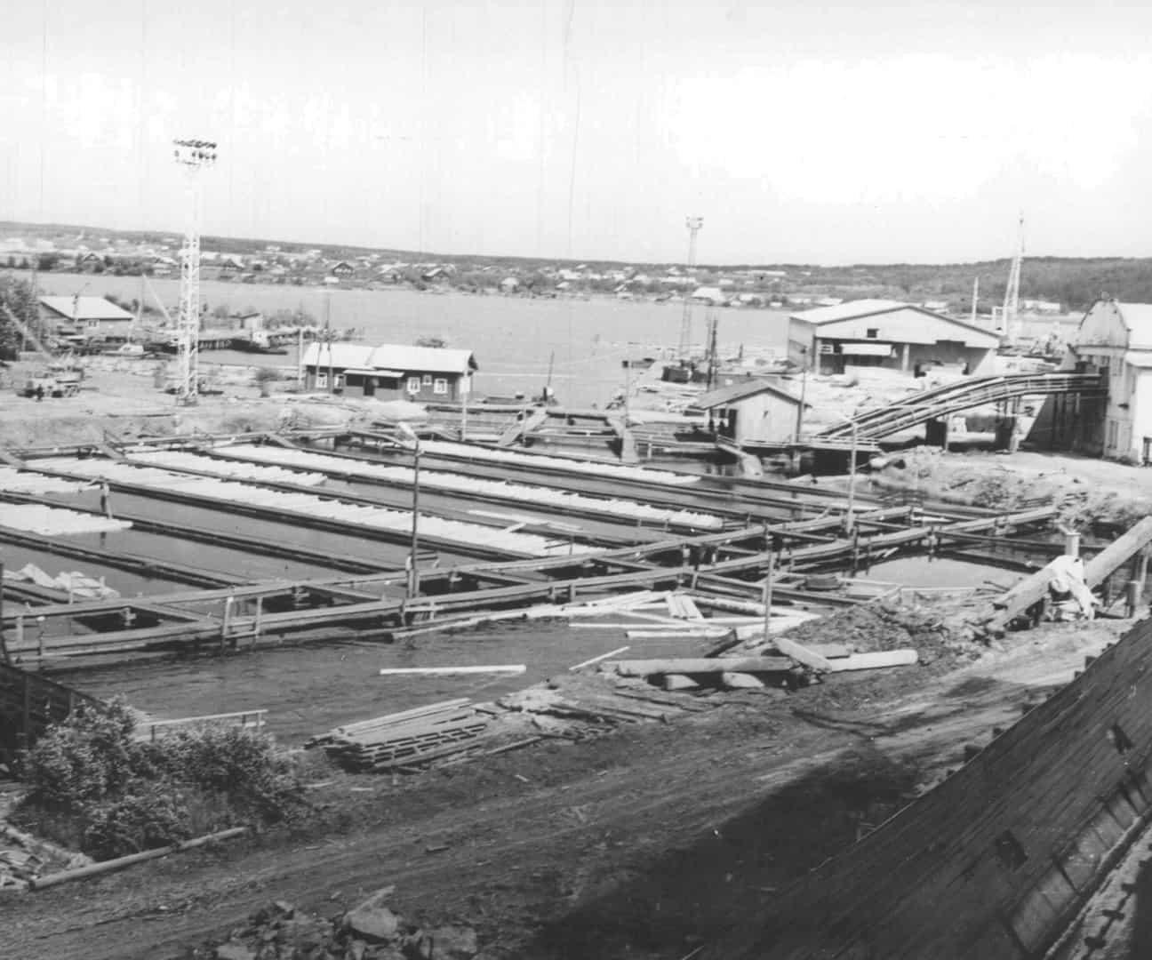 Завод возобновил свою работу в октябре 1919 года.